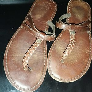 Abercrombie and Fitch leather flip flops sz medium